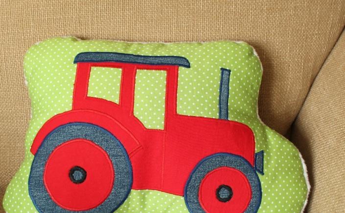 Traktor Kissen: Eigenes kostenloses Schnittmuster – quilt-virus