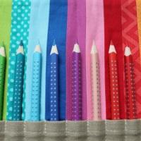 Ein Farbentraum: Regenbogen-Buntstift-Rolle.